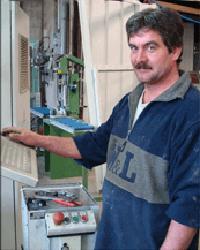 Dominique, Spécialiste de la fermeture industrielle, responsable atelier PVC, fabrication fenêtres PVC